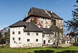 Moosburg Schloss 1 Schloss S-Flügel mit Schlosskapelle SW-Ansicht 02102017 1294.jpg