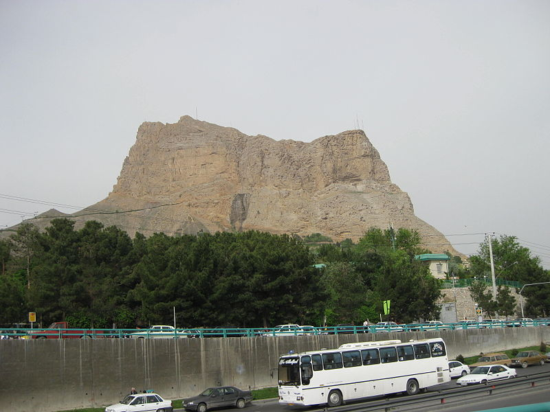 File:Mount Sofhe in Esfahan.JPG