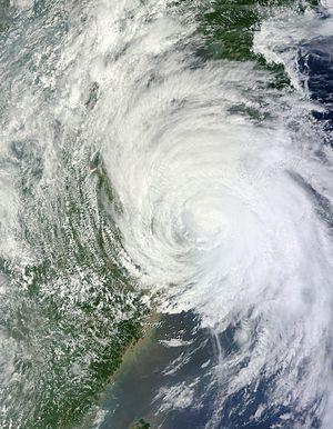 Typhoon Muifa (2011) - Image: Muifa Aug 07 2011