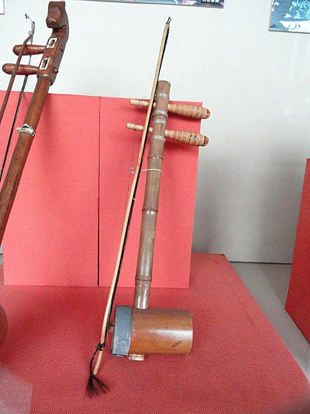 File:Musical instruments in the Yunnan Nationalities Museum - DSC03894.JPG