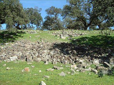 Luis Berrocal-Rangel dirigió las excavaciones en el yacimiento arqueológico de Nertobriga Concordia Iulia, Fregenal de la Sierra, Badajoz, durante 2010 y 2011.