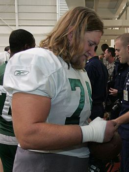 Mangold signing autographs at Jets 2009 training camp. Nick Mangold signing autograph 2009.jpg