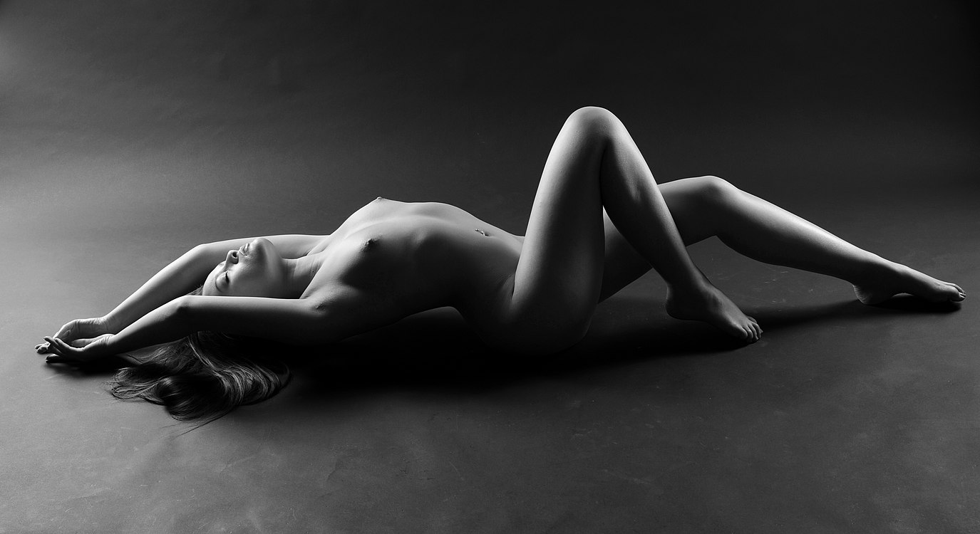 Nude recumbent woman by Jean-Christophe Destailleur.jpg