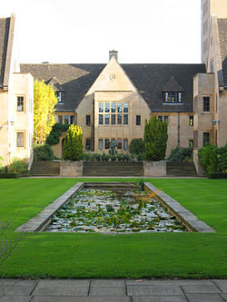 Nuffield College Courtyard.jpg