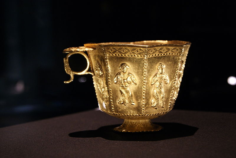 File:Octagonal footed gold cup from the Belitung shipwreck, ArtScience Museum, Singapore - 20110618-03.jpg