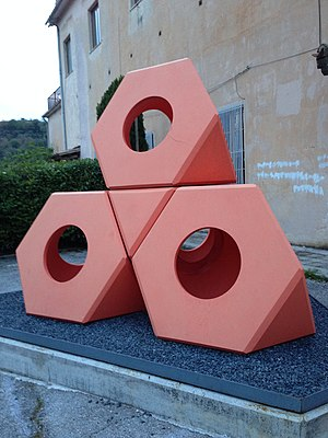 300px-Octetra_di_Isamu_Noguchi._Spoleto Painted Concrete Garden Designs on painted cinder block garden, painted wheelbarrow garden, painted wood garden,