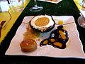 Oeuf de Pâques au chocolat noir, mousse de chocolat blanc et fruits de la passion.JPG