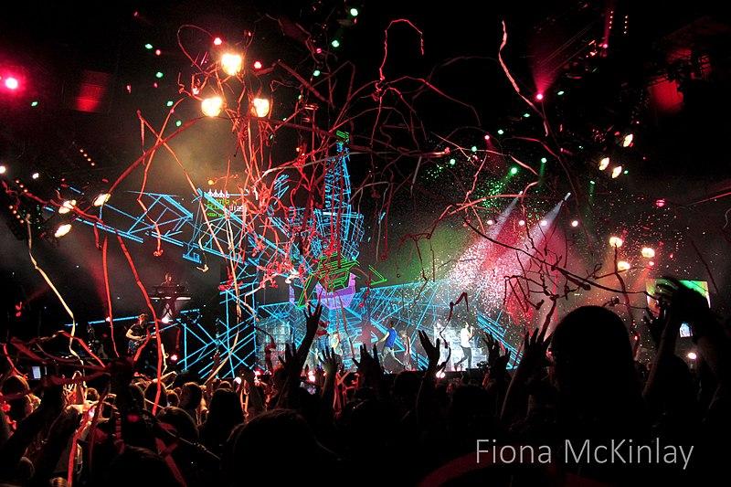 File:One Direction, SECC, Glasgow 13.jpg