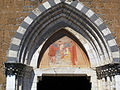 Orvieto, s. domenico 04 lunetta portale con affresco del primo '400.JPG