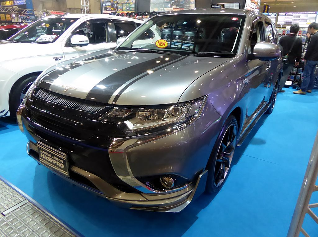 file osaka auto messe 2016 640 mitsubishi outlander. Black Bedroom Furniture Sets. Home Design Ideas