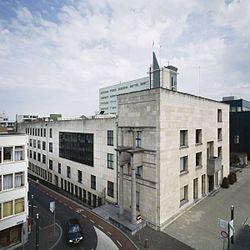 Overzicht stadhuis, voorgevel en linker zijgevel (zijde- Raadhuisplein) - Heerlen - 20413361 - RCE.jpg