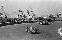 Description de l'image P. Hill and Maggs at 1962 Dutch Grand Prix.jpg.