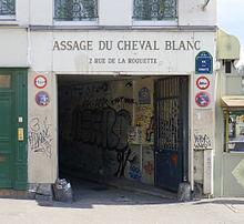 Entr e du passage du cheval blanc for Hotel rue de la roquette paris 11