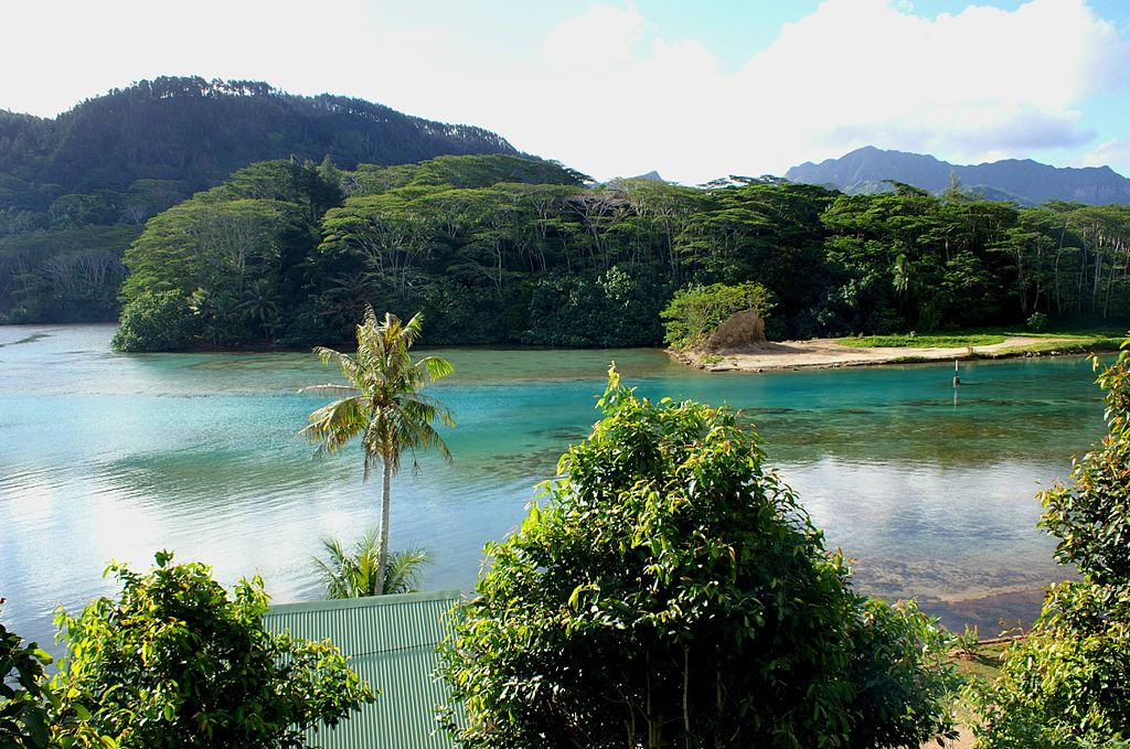 PICT0083 French Polynésia Huahiné Island Vaioréa and Maroé Bay Channel (8228941519).jpg