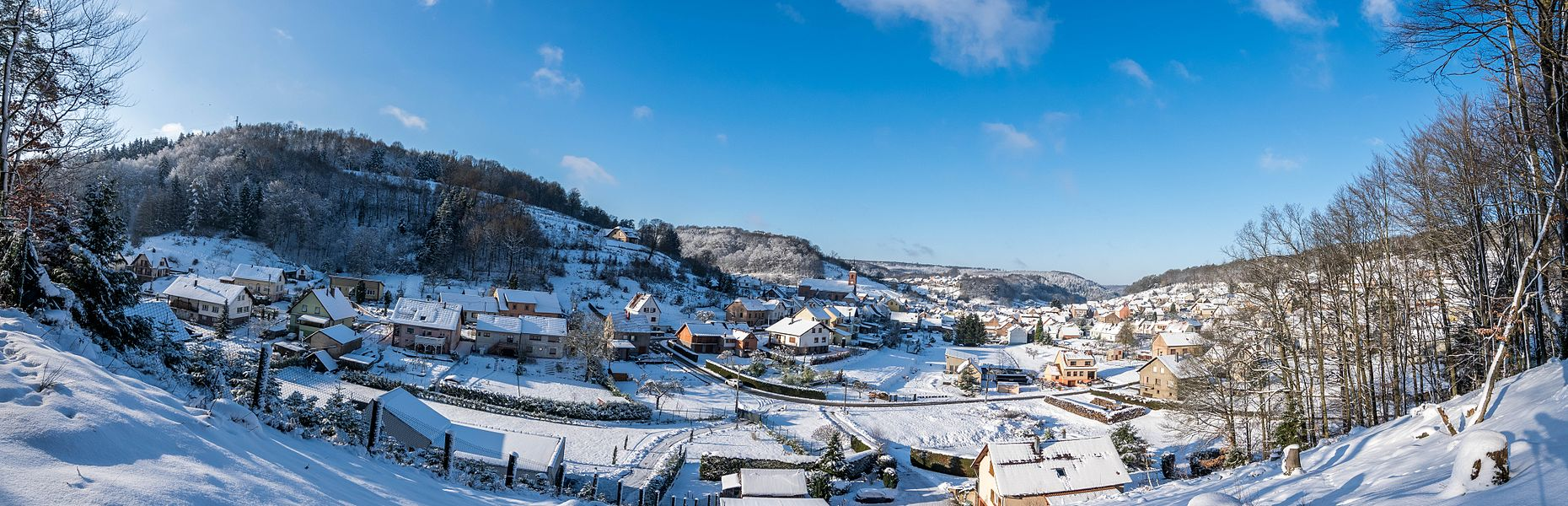 Panoramic photography of Soucht under the snow.