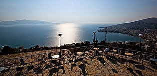 Panoramic view of Saranda from Lëkurësi Castle.jpg