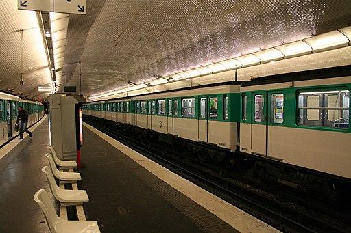 Paris Metro Le pont de Lavallois Becon