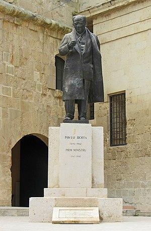 Paul Boffa - Statue of Paul Boffa in Castille Square, Valletta, sculpted by Vincent Apap in 1976