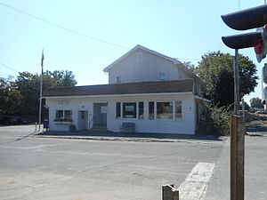 Peconic Post Office and former LIRR Station.JPG