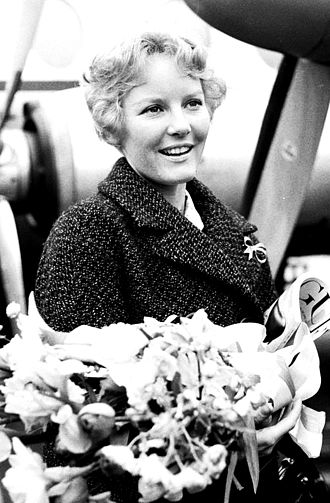 Petula Clark - Petula arrives in The Netherlands, 1960