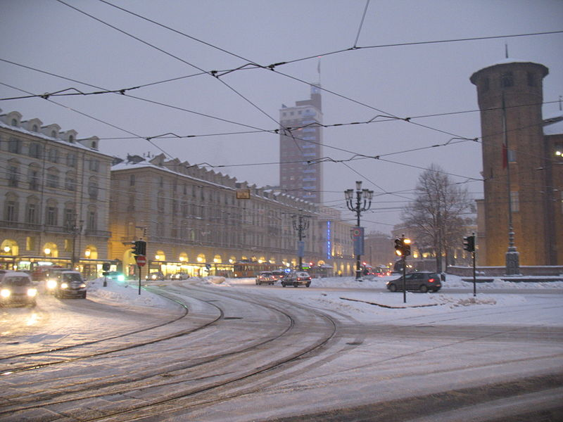 http://upload.wikimedia.org/wikipedia/commons/thumb/a/af/Piazza_Castello_-_Torino_-_01-02-2012_05.jpg/800px-Piazza_Castello_-_Torino_-_01-02-2012_05.jpg