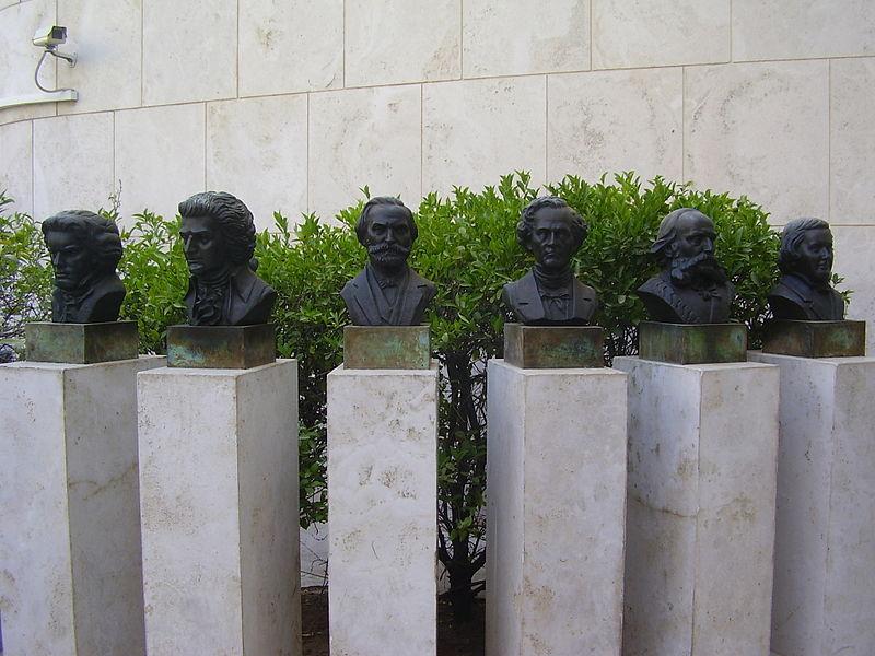 פסלי מלחיני אופרות בתל אביב
