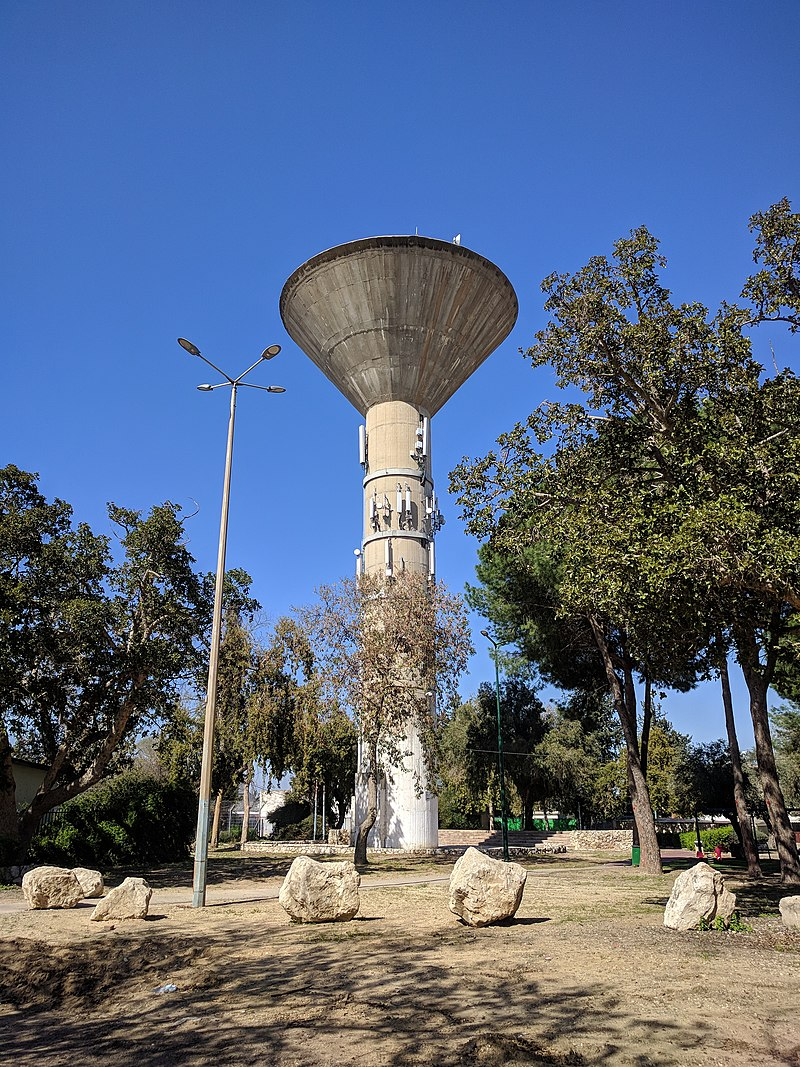 מגדל מים מודרני בלוד