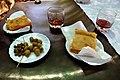Pogača, kapers, oliven og rødvin (7748707864).jpg