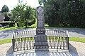 Pomník obětem padlých ve válce zblízka.jpg