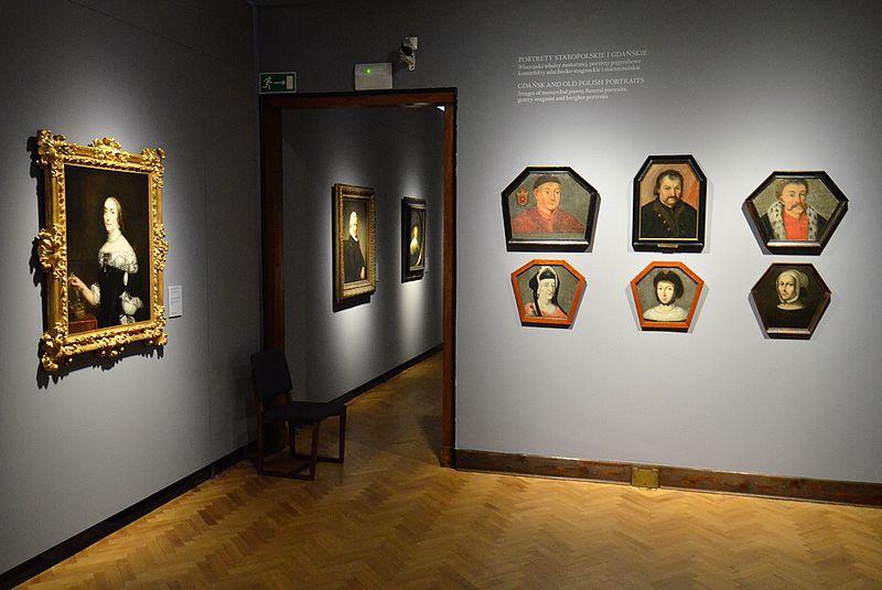 http://upload.wikimedia.org/wikipedia/commons/thumb/a/af/Portrety_trumienne_Muzeum_Narodowe_w_Warszawie.JPG/800px-Portrety_trumienne_Muzeum_Narodowe_w_Warszawie.JPG