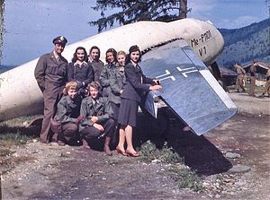 Messerschmitt P.1101 - USO personnel posing in front of the P.1101 V1 prototype.
