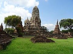 Prang and stupas of Wat Ratchaburana, Ayutthaya.jpg