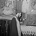 Priester bij het altaar in Heilige Grafkerk, Bestanddeelnr 255-5226.jpg