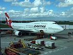 Qantas 747-400 VH-OEI at BNE (33286004750).jpg