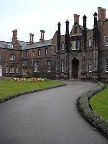 Quad West entrance, York St John University (12 March 2007).jpg