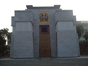 Puerta del Conde - Altar de la Patria