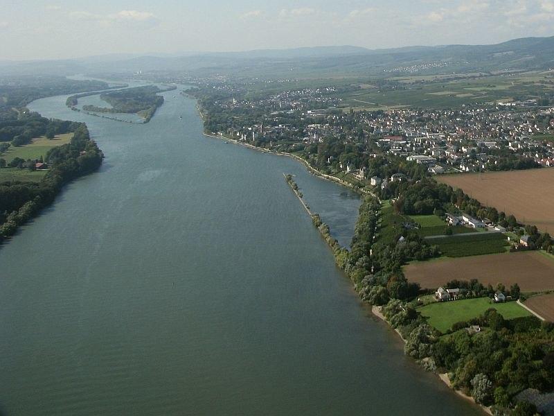 Rhein Mainzer Becken stromab von Mainz bei Eltville und Erbach vor Bingen Foto 2008 Wolfgang Pehlemann Wiesbaden IMG 0263