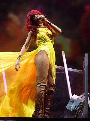 English: Rihanna live at Bankatlantic Center, ...