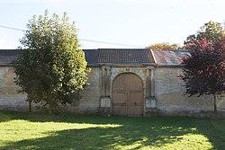 Saint-Lambert-et-Mont-de-Jeux - Château de Mont-de-Jeux - Photo Francis Neuvens lesardennesvuesdusol.fotoloft.fr Portail façades nord et sud (2).JPG