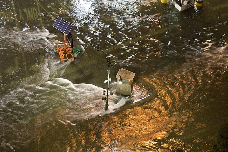 File:Sandy BB Tunnel entrance 8 30PM 70mm 1V1-0242 (8158090815).jpg
