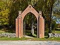 Sangaste surnuaia värav 2014.jpg