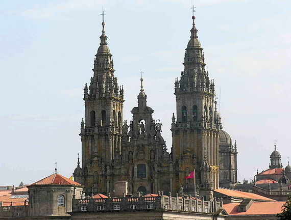 https://upload.wikimedia.org/wikipedia/commons/thumb/a/af/Santiago_GDFL_catedral_050318_33.jpg/570px-Santiago_GDFL_catedral_050318_33.jpg