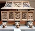 Sarcofago romano (II secolo) riciclato come sarcofago di piero da farnese (1363-90 circa) 01.JPG