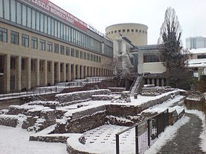Schirn Kunsthalle Frankfurt - The Kunsthalle and preserved Ancient Roman ruins (with a hypocaust), seen from the east, before the beginning of the Dom-Römer-Project