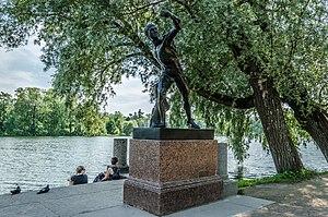 Sculpture Borghese Gladiator in Tsarskoe Selo.jpg