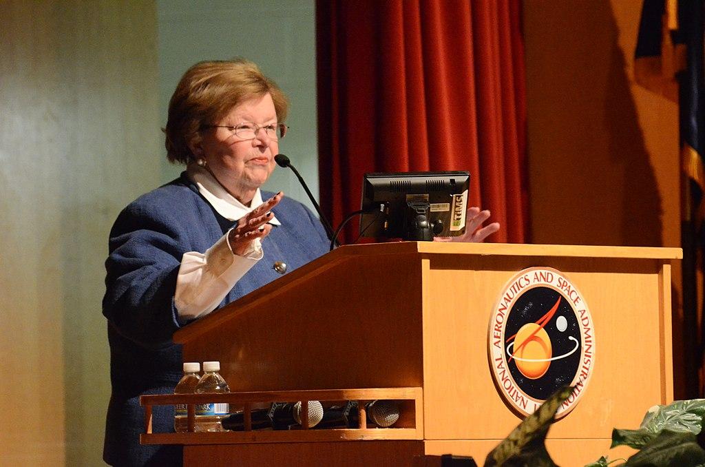 Senator Barbara Mikulski Visits NASA Goddard (23847927479)