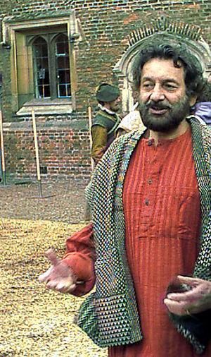 Shekhar Kapur on the set of Elizabeth: The Gol...