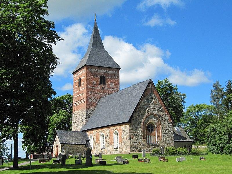 Skepptuna kyrka i juli 2012