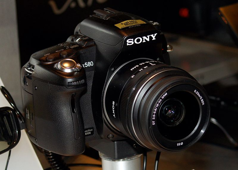File:Sony DSLR-A580 cut.jpg