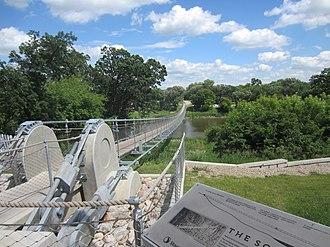 Souris, Manitoba - Image: Souris Swinging Bridge